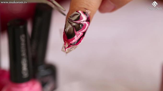 Marmolizados Nail Art con el esmalte Long lasting de Crystal Nails